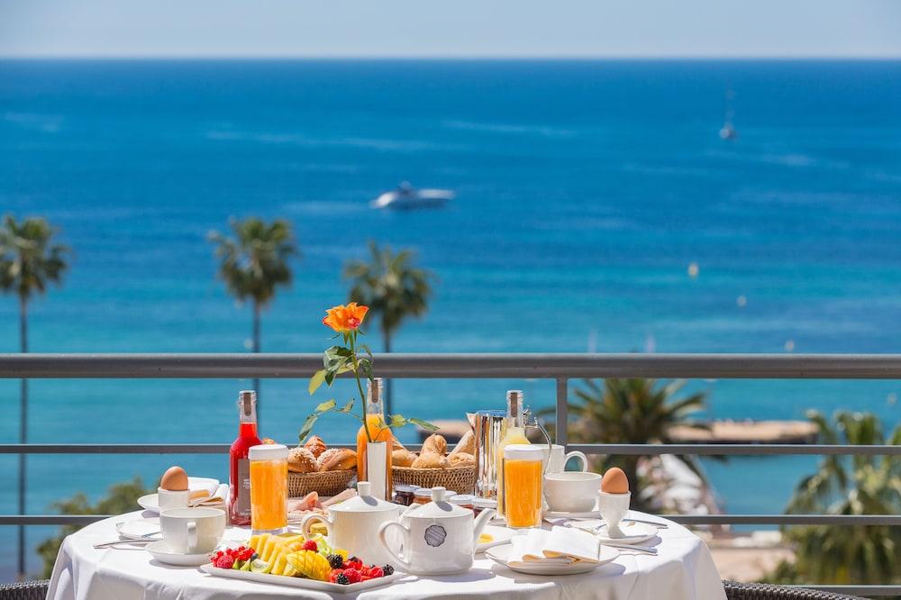 Hôtel Barrière Le Majestic, Cannes, Utsikt mot strand/hav