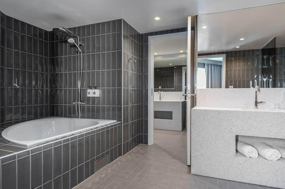 Suite - 1 dobbeltseng med sovesofa - ikke-ryger - Badeværelse
