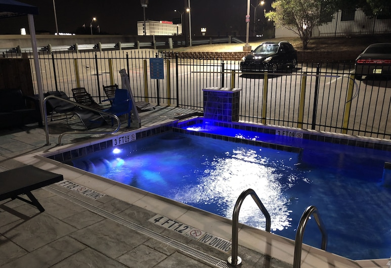 Super 8 by Wyndham Bedford DFW Airport West, Bedford, Outdoor Pool