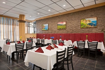 Picture of Travelodge by Wyndham Whitecourt Conference Centre & Suites in Whitecourt