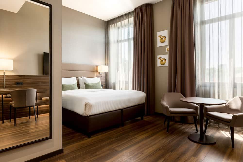 Paaugstināta komforta numurs, 1 divguļamā karaļa gulta, nesmēķētājiem, skats uz pilsētu - Dzīvojamā zona