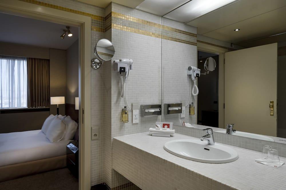 Junior Suite, 1 King Bed - Bathroom