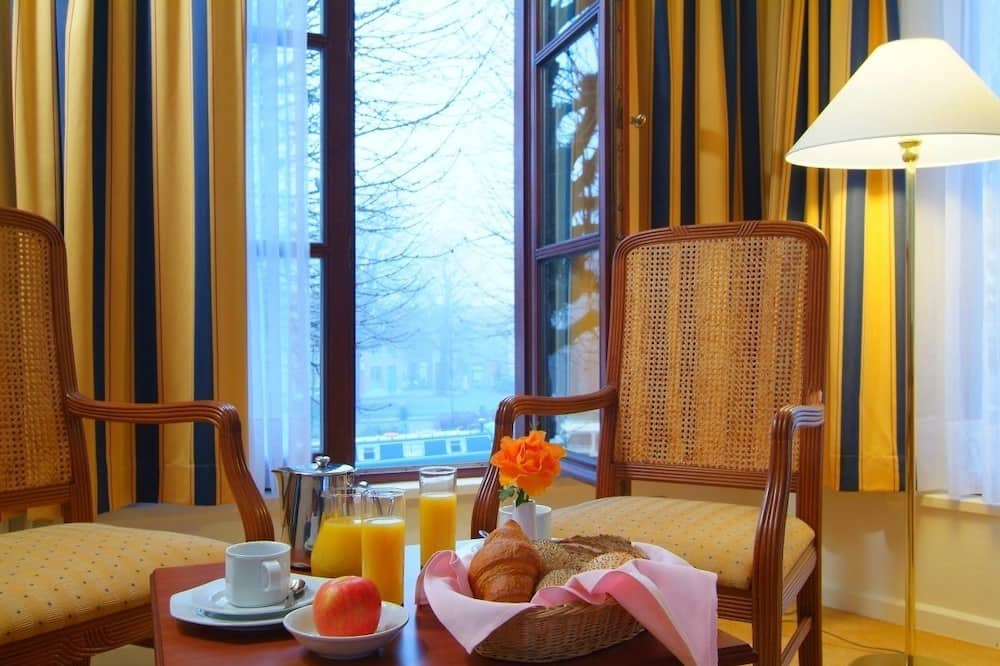 Executive Suite - In-Room Dining