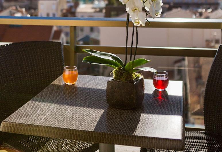 Hôtel Barrière Le Gray d'Albion, Cannes, Junior Suite, Terrace, Balcony