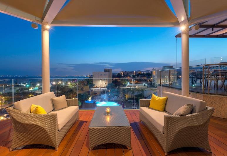 St Raphael Resort, Limassol, Hotel Bar