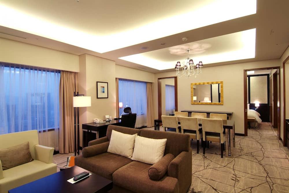 Luxury Suite (Main Tower) - Living Room