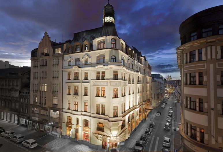 Art Nouveau Palace Hotel, Praha, Fassaad õhtul/öösel