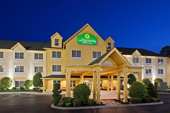 Enter your dates to get the Cookeville hotel deal