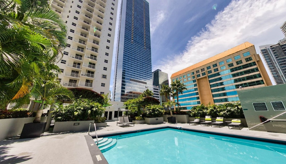 Fortune House Hotel Suites, Miami, Outdoor Pool