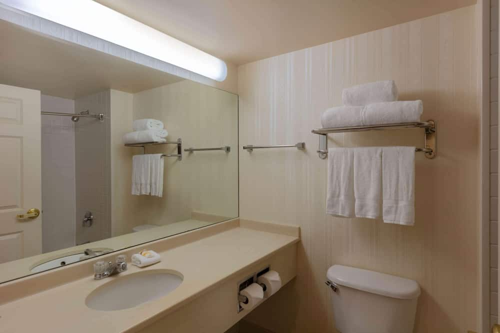 Room, 2 Double Beds, Accessible, Non Smoking (Mobility Accessible) - Bathroom