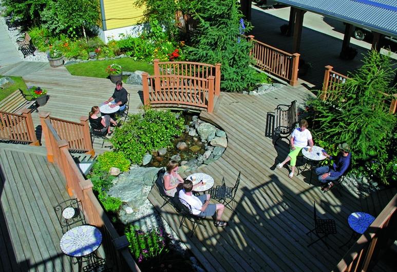 Westmark Inn Dawson City, Dawson City, Terrace/Patio