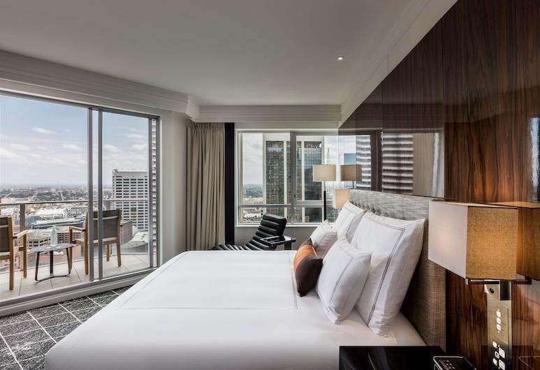 Swissotel Sydney, Sydney, The Signature Skyline Balcony Room , Guest Room