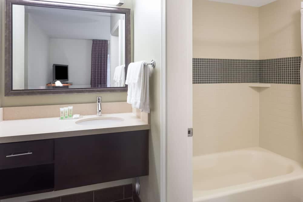 Suite, 2 Double Beds (One Bedroom) - Bathroom