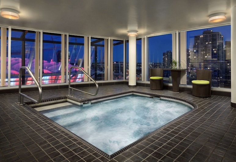 Hampton Inn and Suites by Hilton, Downtown Vancouver, Vancouver, Piscina