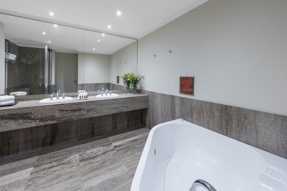 Люкс, вид на город - Ванная комната