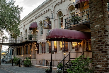 Enter your dates to get the Savannah hotel deal