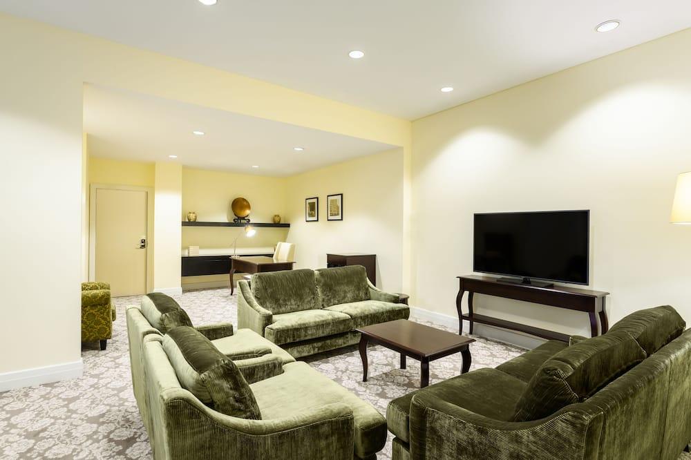 Oakden Suite King - Living Room