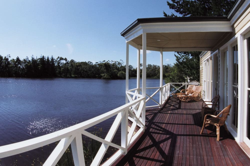 شاليه - على البحيرة - شُرفة