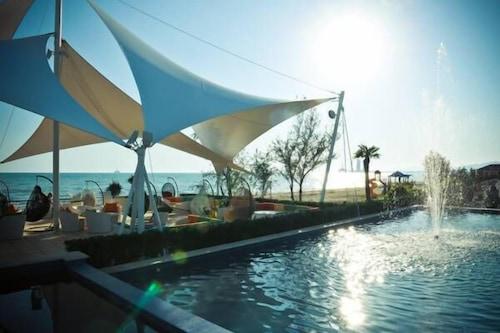 新月海灘飯店休閒渡假村/