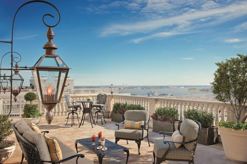Prezidenta luksusa numurs, viena guļamistaba, nesmēķētājiem (Ritz-Carlton, Club Level) - Terase/iekšējais pagalms