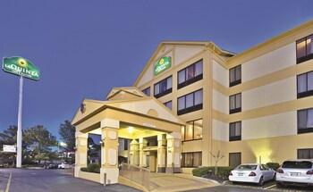 Picture of La Quinta Inn & Suites Memphis East-Sycamore View in Memphis