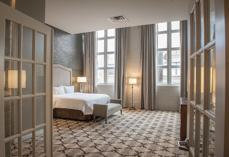 Hampton Inn & Suites New Orleans Convention Center, Nueva Orleans, Suite, king bed, sofa bed, kitchen, whirlpool tub, Habitación