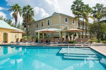 A(z) Sunshine Suites Resort hotel fényképe itt: Seven Mile Beach