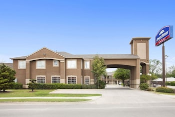 A(z) Howard Johnson by Wyndham Grand Prairie Near Lone Star Park hotel fényképe itt: Grand Prairie
