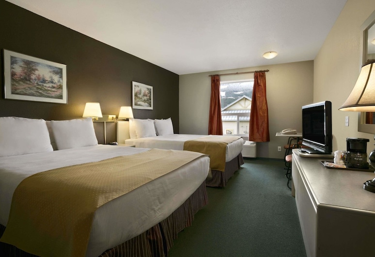 Super 8 by Wyndham Revelstoke BC, Revelstoke, Standard Room, 2 Queen Beds, Fridge, Non Smoking (no pets), Zimmer
