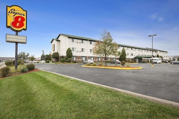 Picture of Super 8 by Wyndham Milwaukee Airport in Milwaukee