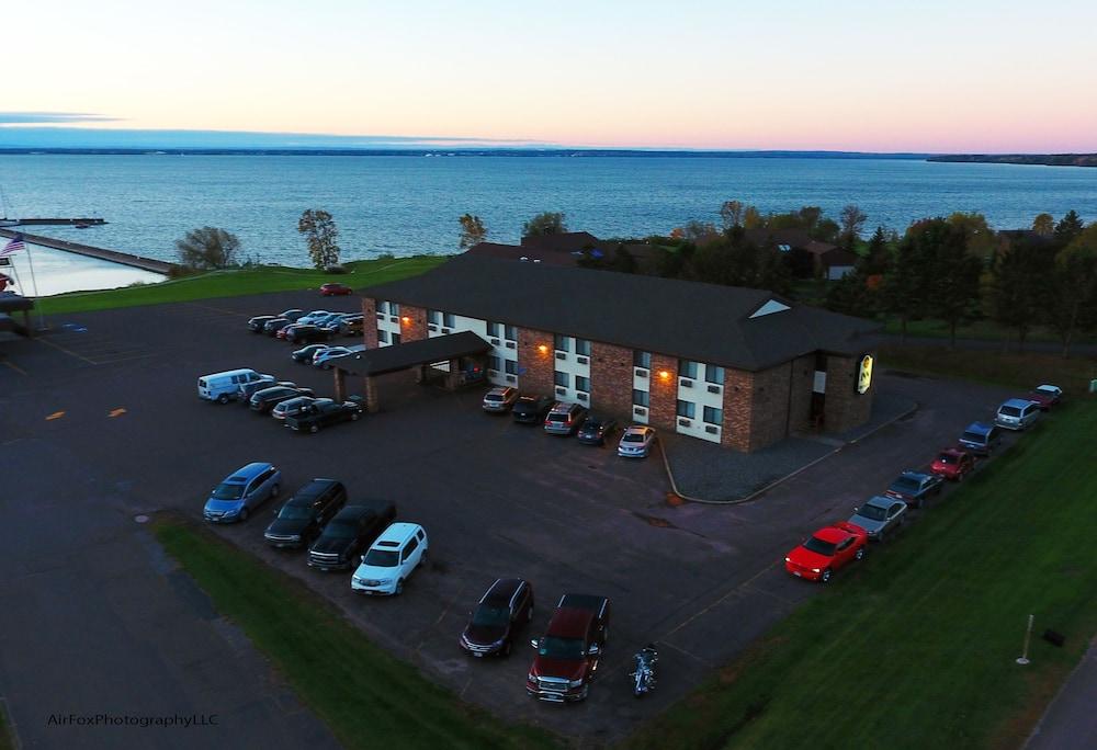 The Washburn Inn On Lake