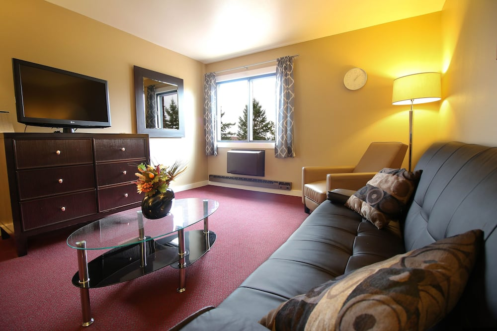 Traditional Suite, Multiple Beds - Living Area