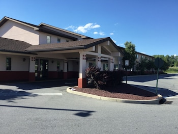 Picture of Super 8 Middletown in Middletown