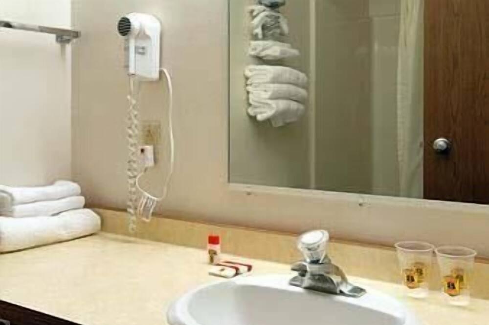 スタンダード ルーム クイーンベッド 1 台 - バスルーム