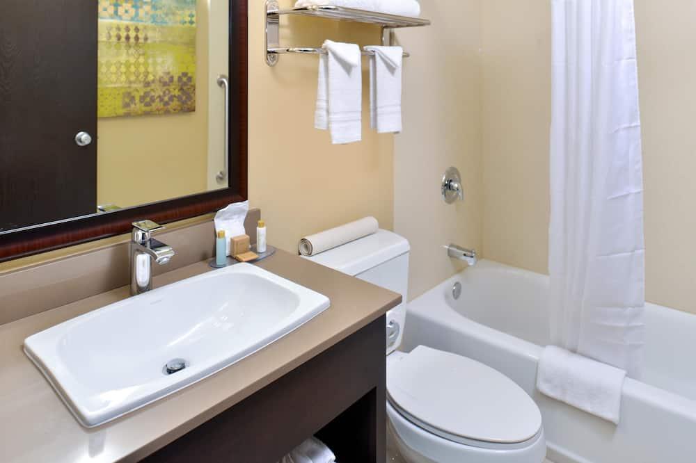 Standard tuba, 2 laia voodit, suitsetamine keelatud, külmkapp ja mikrolaineahi - Vannituba