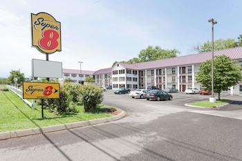 Picture of Super 8 Sevierville Riverside in Sevierville