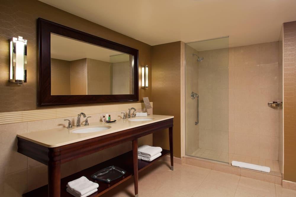 套房, 1 張特大雙人床, 非吸煙房, 庭園景 - 浴室