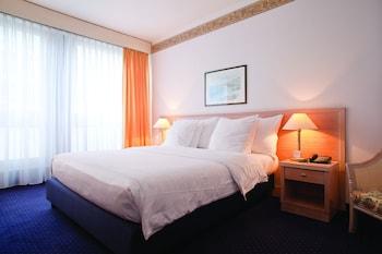 Фото Drake Longchamp Swiss Quality Hotel у місті Женева