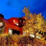 Sierra Lodge