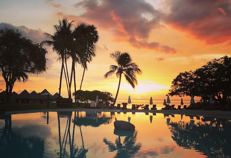 Tahiti Ia Ora Beach Resort - Managed by Sofitel, Punaauia, Kültéri medence