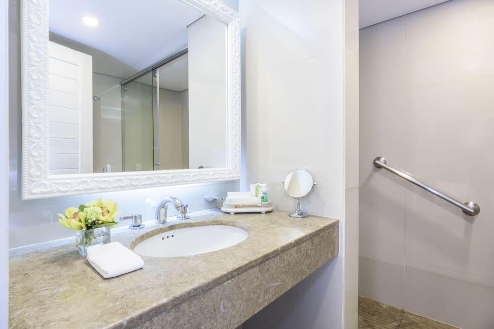 Standartinio tipo kambarys, 1 didelė dvigulė lova - Vonios kambarys