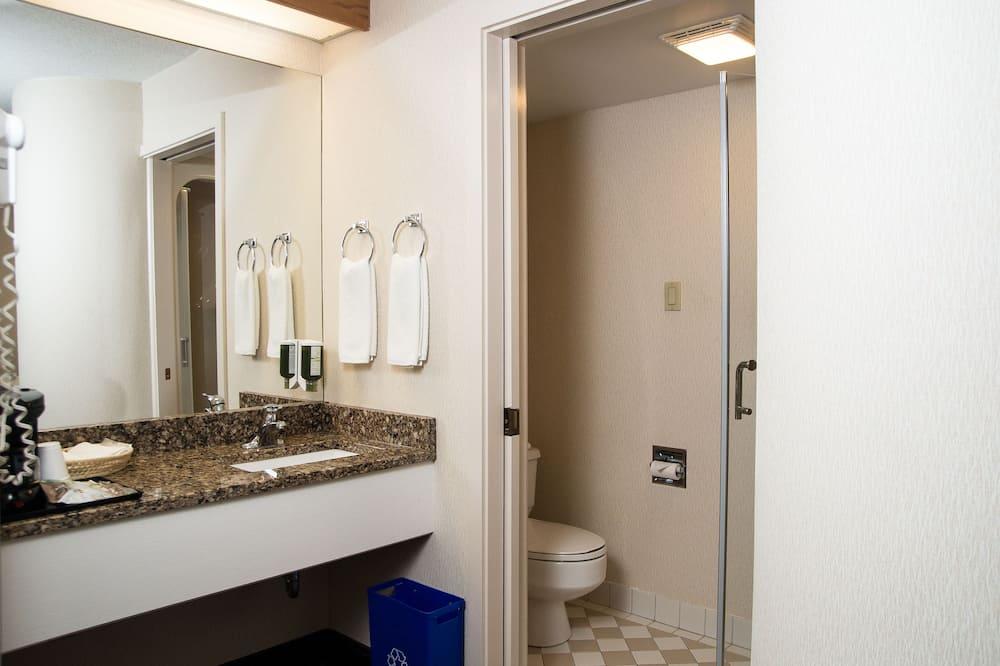 Room, 2 Twin Beds - Bathroom