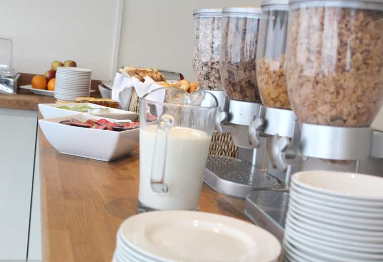 Discovery Inn Hotel, Leeds, Breakfast Area