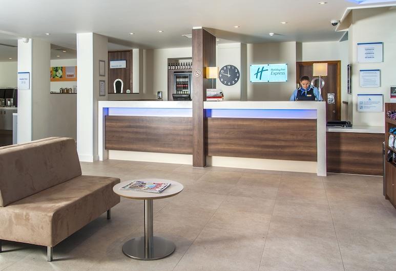 Holiday Inn Express London - Vauxhall Nine Elms, London, Lobby