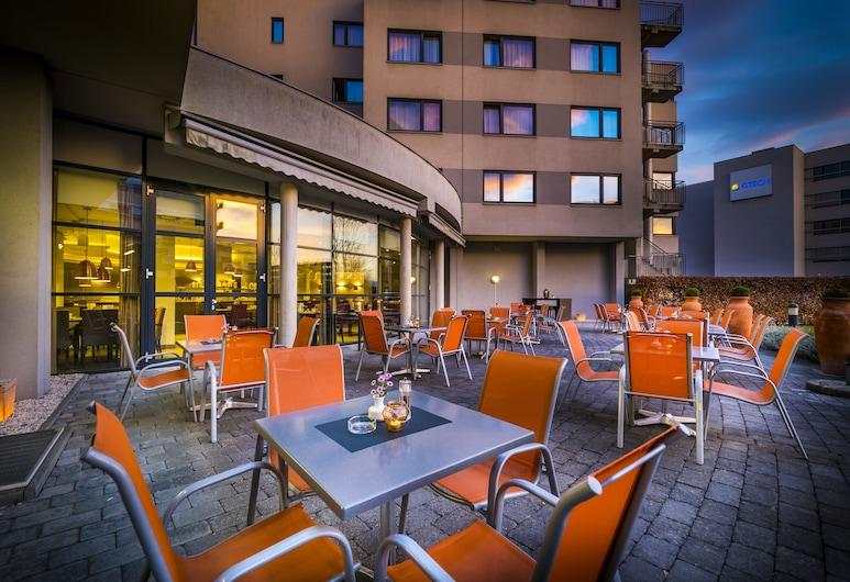 Ramada by Wyndham Graz, Unterpremstätten, Speisen im Freien