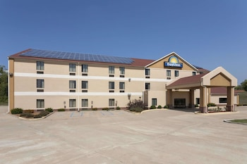 Picture of Days Inn by Wyndham Jefferson City in Columbia