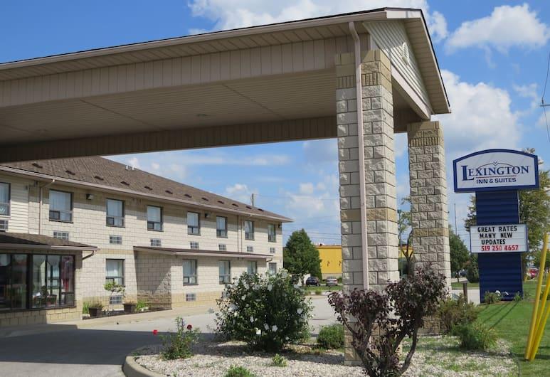 Lexington Inn & Suites Windsor, Windsor, Vista desde el hotel