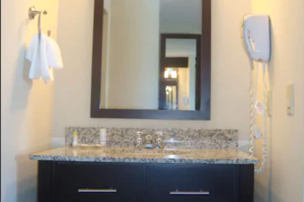Standard Double Room, 2 Double Beds, Non Smoking - Bathroom Sink