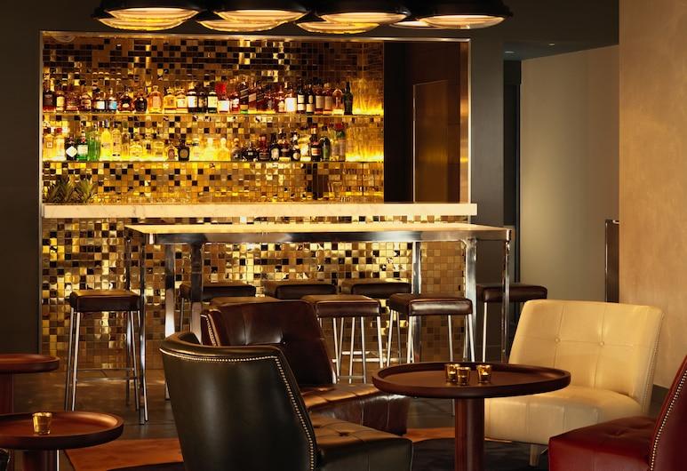 St Martins Lane, London, Hotel Bar