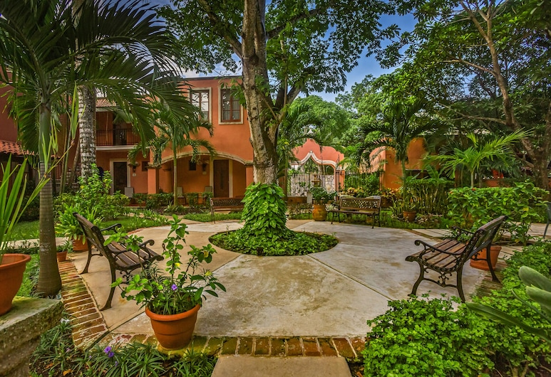 Hacienda San Miguel Hotel & Suites, Cozumel, Property Grounds